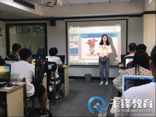 重庆---班级活动---千锋重庆校区HTML5大前端1905期、JavaEE1902期同天开班---方方---20190723254