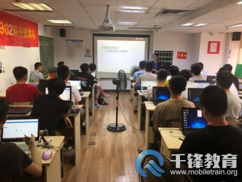 重庆---班级活动---千锋重庆校区HTML5大前端1905期、JavaEE1902期同天开班---方方---20190723421