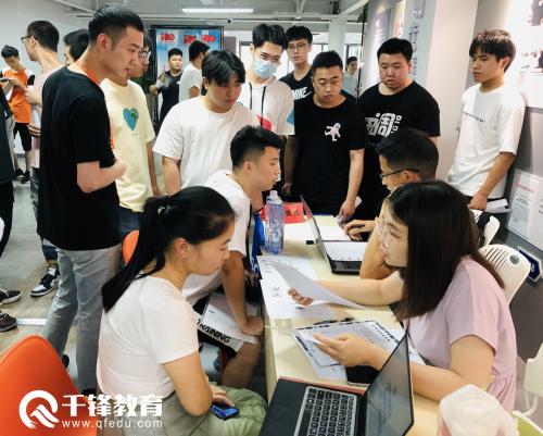千锋IT培训上海校区招聘会现场2