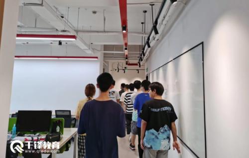 千锋web前端培训班学员去到全速公司参观2